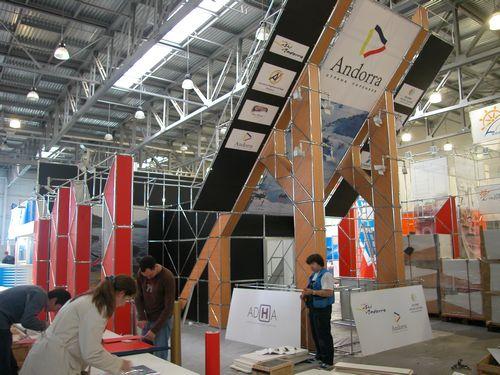 Для выставочных стендов можно использовать мобильный конструктор
